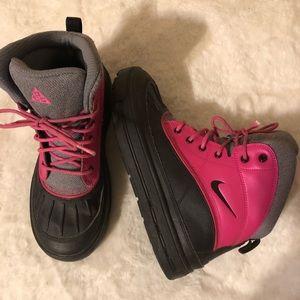 Nike ACG Boots Sz 6Y